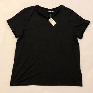 NEW W/ TAG - GAP Black short sleeve shirt